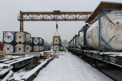 Loading of tank containers on railroad platform